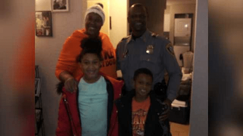 OKC officer surprises single mom, children with toys after …
